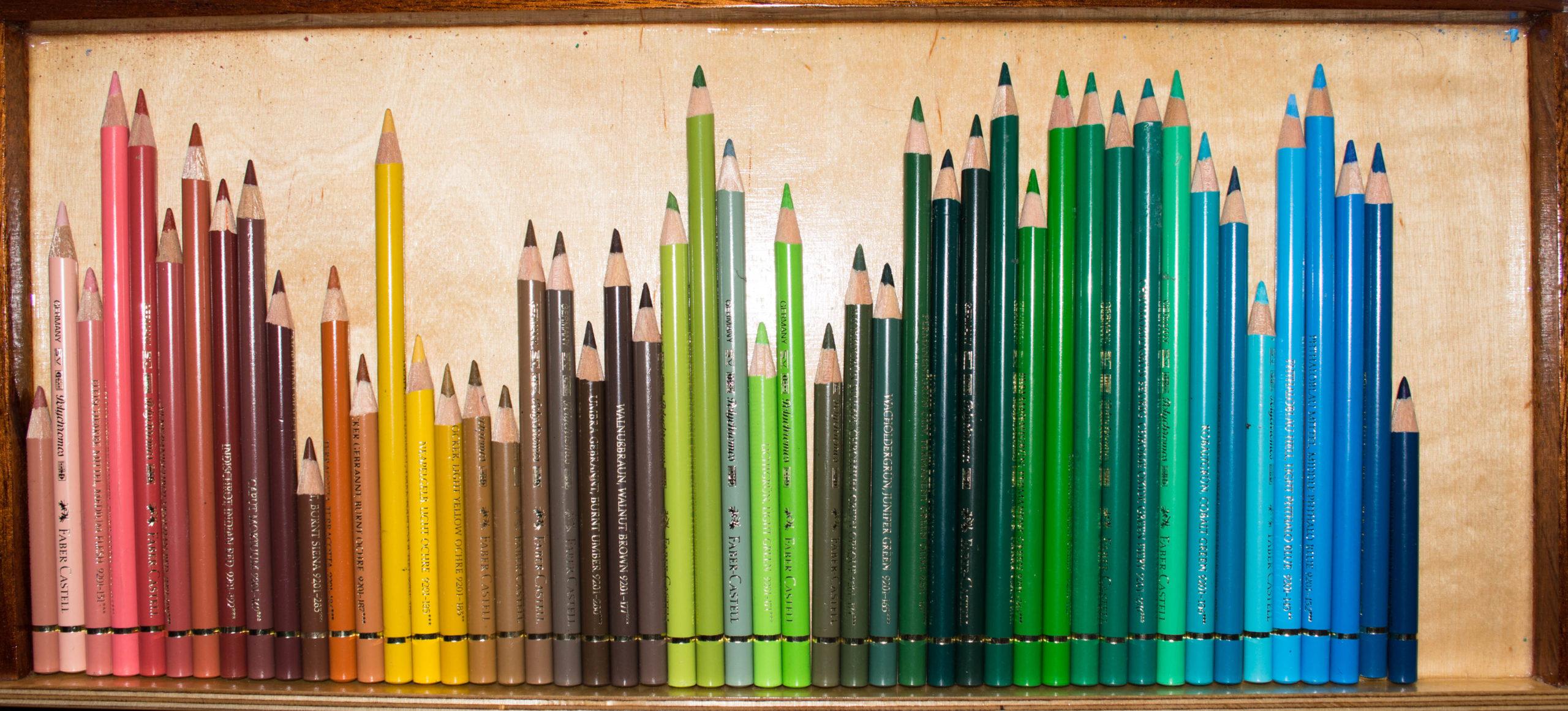 Die Materialien für das Zeichnen mit Buntstiften